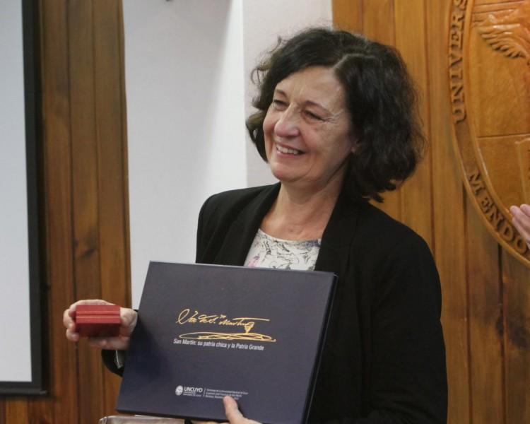 Bodoc recibió el Doctor Honoris causa en la Facultad de Filosofía y Letras