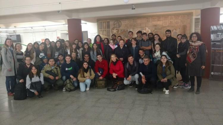 Estudiantes visitaron el Centro de Documentación Histórica de la Biblioteca Central de la UNCuyo