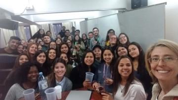 Estudiantes aprenden sobre el rol del guía turístico en Bodega