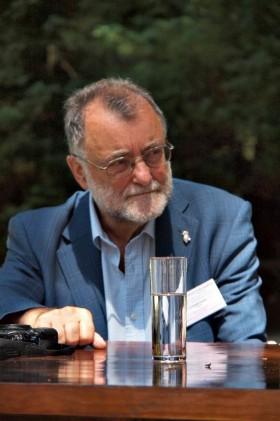 Dr. Antonio Carreira