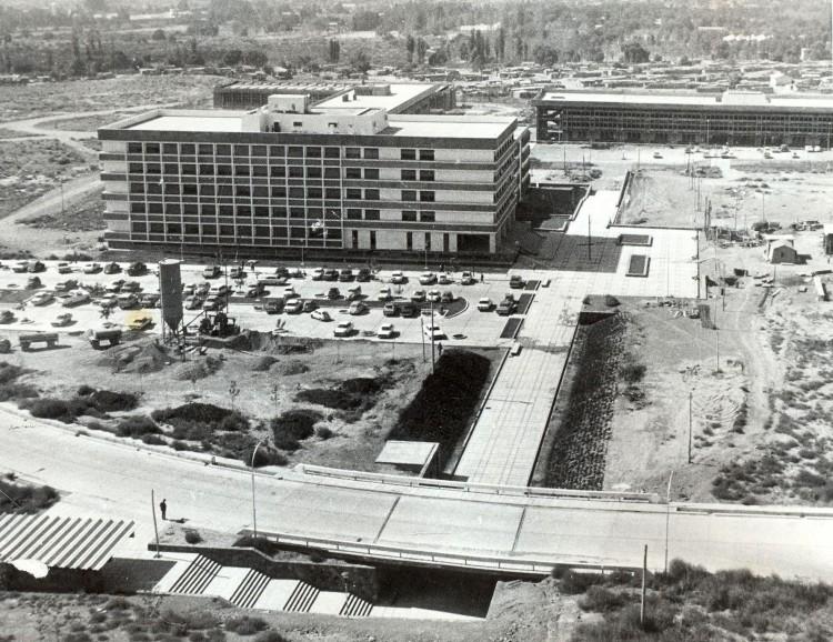 Construcción de FFyL (1972)