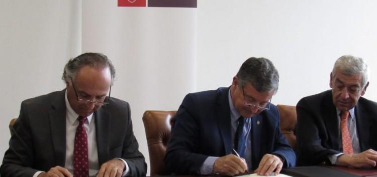 De izquierda a derecha Teodoro Ribera, Daniel Pizzi y José Octavio Bordón. Gentileza Universidad Autónoma de Chile