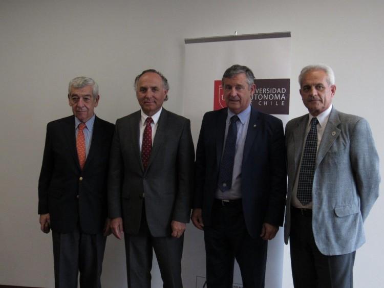 De izquierda a derecha José Octavio Bordón , Teodoro Ribera, Daniel Pizzi, y Adolfo Omar Cueto. Gentileza Universidad Autónoma de Chile.