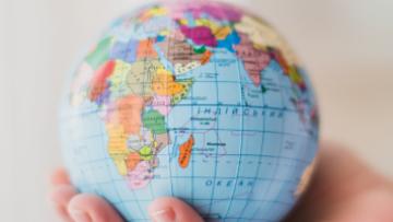 La relación escuela y familia en la educación intercultural. Análisis en América Latina y en Europa