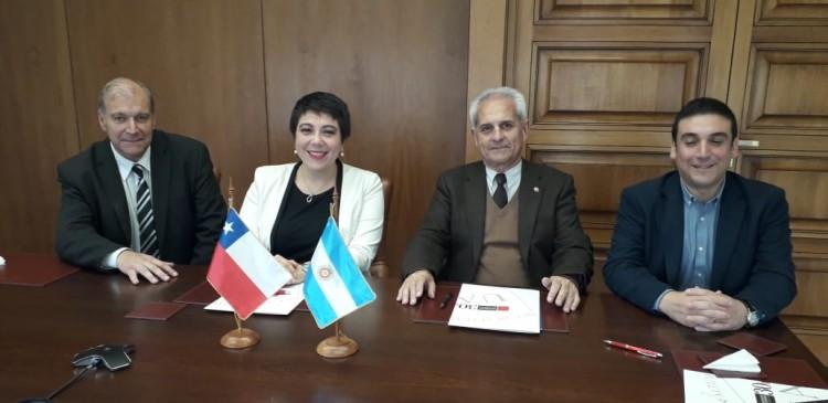 FFyL firmó acuerdos con Universidades Chilenas