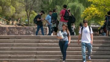 Se ofrece beca de capacitación pre-profesional para asistir en el Área de Comunicación Institucional de la Facultad