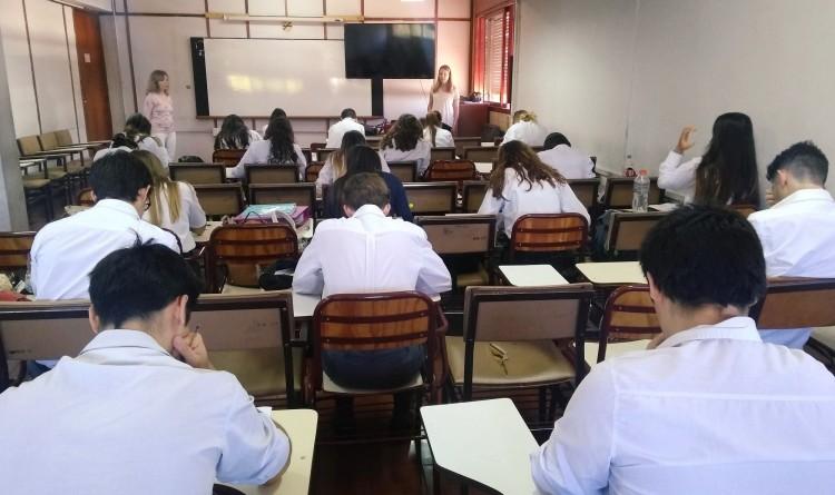 Estudiantes de quinto año del secundario rindieron examen de competencia lingüística en la FFyL
