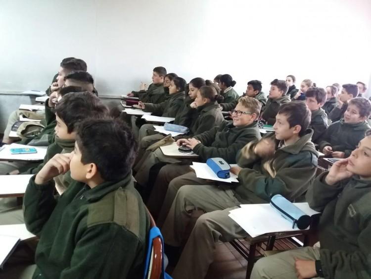 Alumnos del Liceo Militar Gral. Espejo visitaron la FFyL