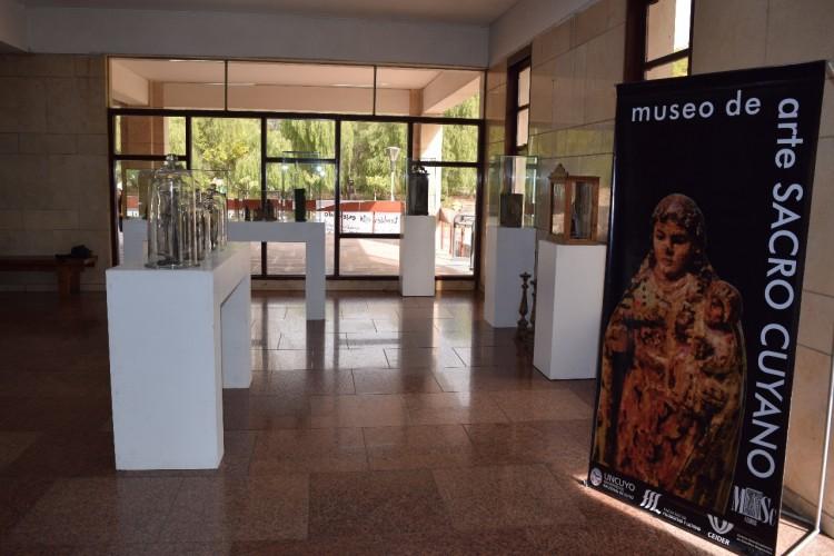 Muestra de Imaginería Religiosa Patrimonial - MASC-CEIDER Colección Madera Santa Rodolfo Reina Rutini