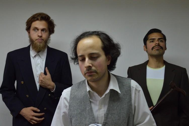 El elenco de Teatro celebra su cumpleaños con la obra \El gorro de cascabeles\