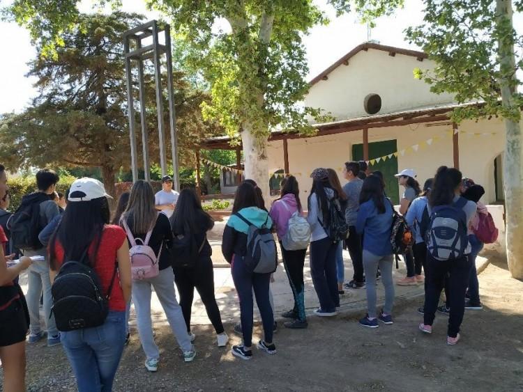Alumnos de FFyL conocieron el proyecto educativo Arqueología Pública de Barrancas