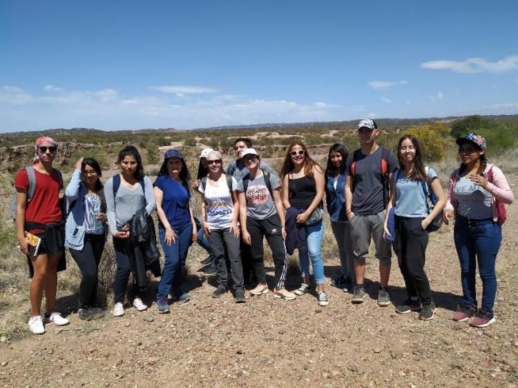 """Alumnos de FFyL conocieron el proyecto educativo """"Arqueología Pública de Barrancas"""""""
