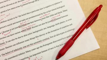 Egresados/as del Traductorado Público en Inglés podrán obtener su matrícula con el analítico provisorio
